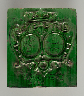 Square green tile with coat-of-arms. At center, two circular lobes with inscriptions.