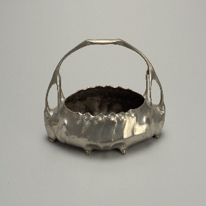 oval form with basket handle