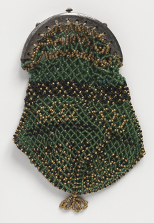 Small shaped purse in an open netting with green, black and gold-colored glass beads, fitted into a plain steel frame.