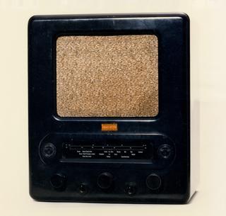 "Volksempfänger (""People's Receiver"") VE 301 DYN Radio, ca. 1938"
