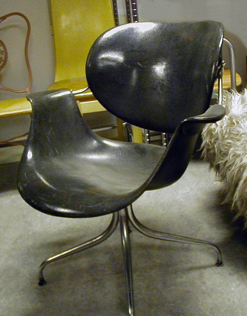 Swag Leg Chair