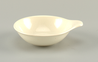 White sauce dish with one outturned handle.