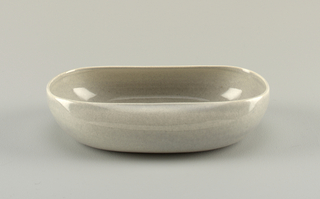 Light gray basin-shaped dish.