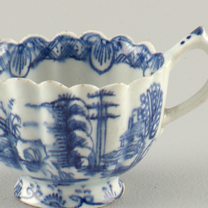 Sauceboat with high foot and scalloped edges. Chinoiserie cobalt decoration .