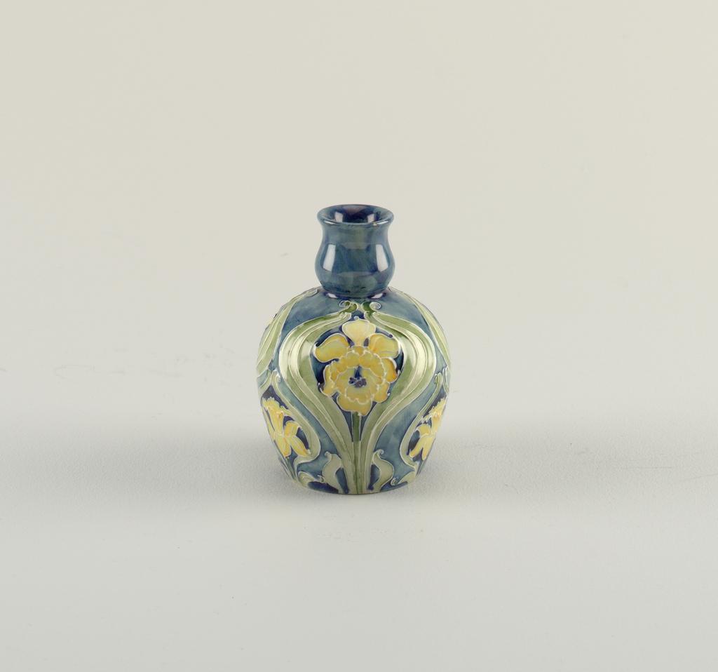 Vase (England), 20th century