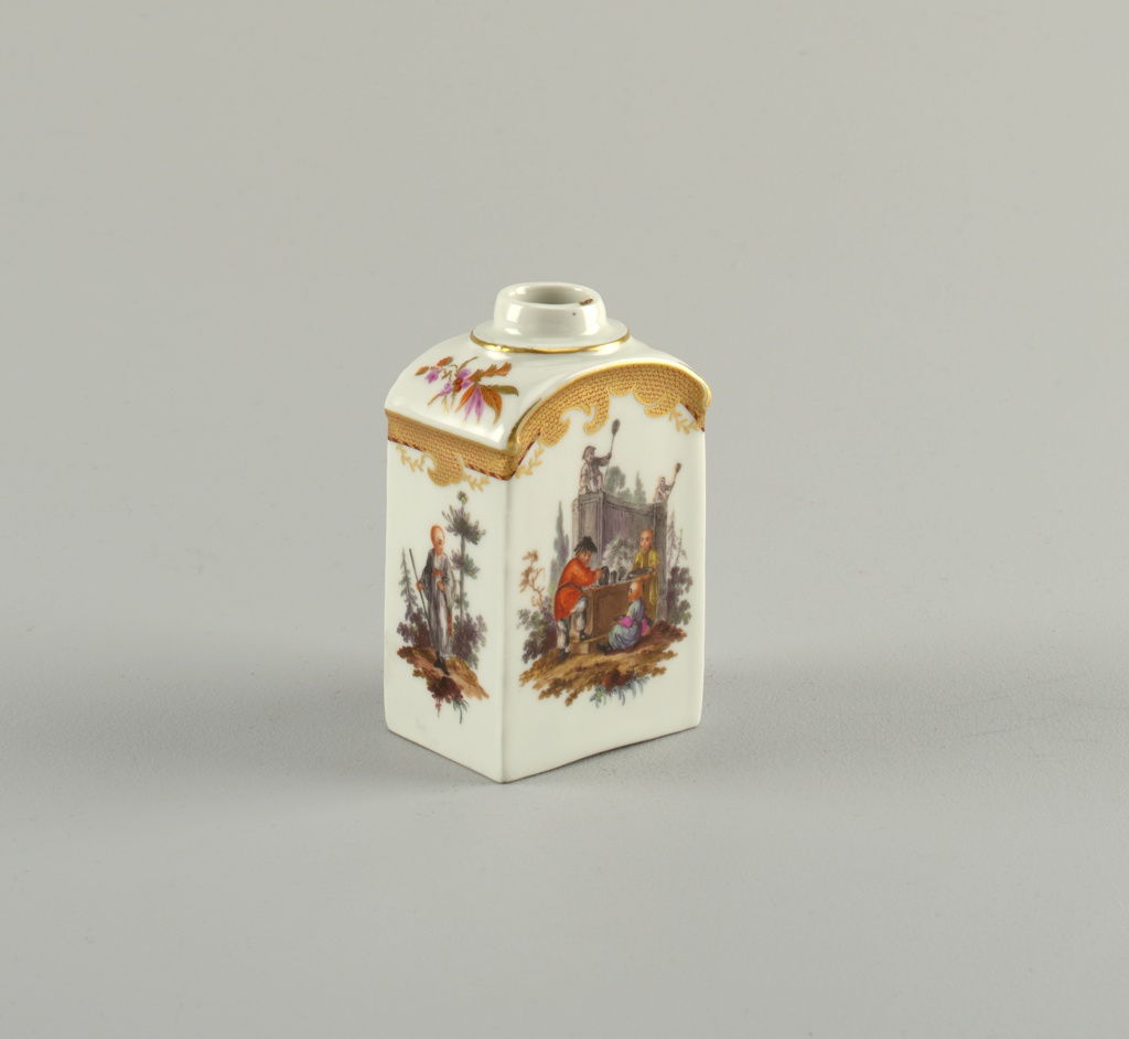 Rectangular with rounded shoulders and cylindrical neck. Vignettes of Chinoiserie figures in landscape, with gilded and painted imbricated borders.