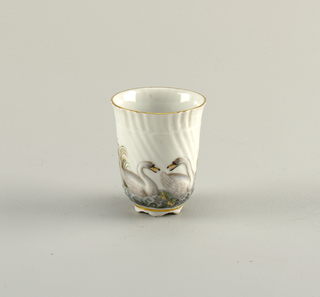 Beaker in the form first made in 1737 –1740 for the Swan Service. Painted decoration two swans.