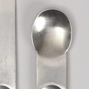Flat handle with curved terminal