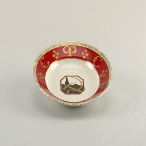"""Circular; in the center an octagonal reserve with silhouette of Kremlin andhammer and sickle; a red border with inscription, in Russian, """"RSFSR,"""" a Roman numeral V in a wreath; a gilded leaf outer border"""