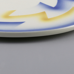 Thick circle with atomized abstract decoration in yellow and blue