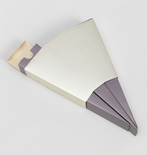 Fan shaped packaging consisting of four foil-covered folded cardboard components: silver colored romboidal cover (part a) containg three purple colored, elongated wedge-shaped boxes (parts b/d).