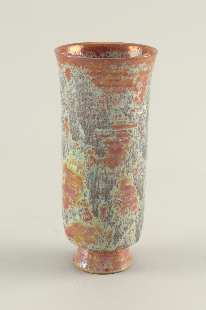 Cylindrical earthenware vase with flared lip and foot in speckled dark brown-gray with terracotta color.