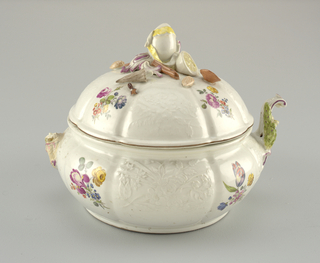 Soup Tureen with Ornamental Cover Tureen
