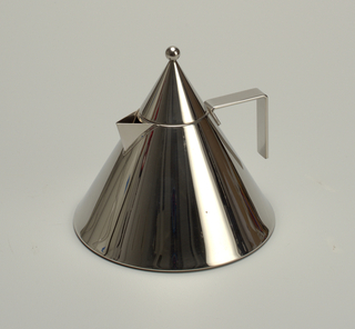 """Conical kettle (a), the sides tapering sharply to circular neck; triangular spout, with """"L"""" shaped flat strap handle opposite. Wide flat base with concentric indented rings on underside. Conical cover (b) with spherical finial. Surfaces polished to mirror finish."""