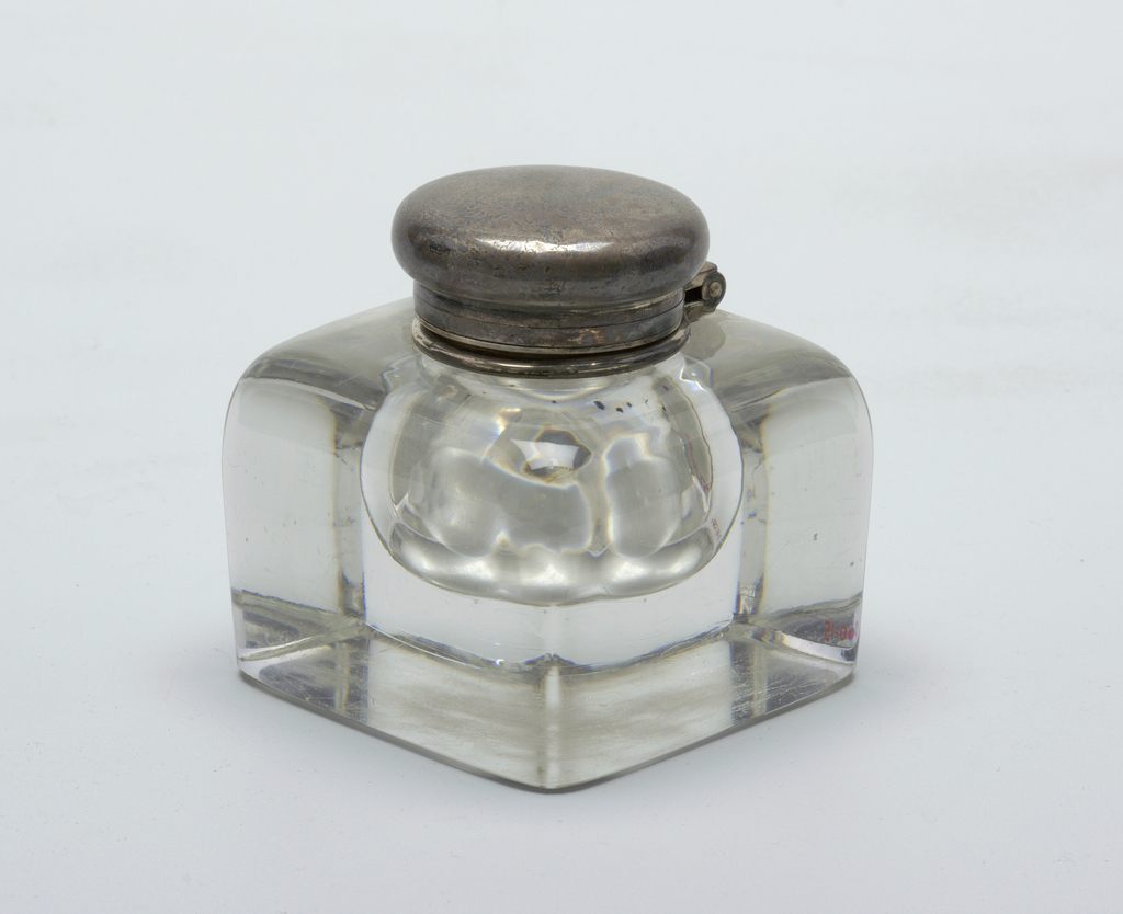 Clear glass ink well