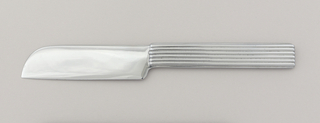 One-piece form consisting of flat, broad blade curved at tip and with a flat, ridged, rectangular handle.