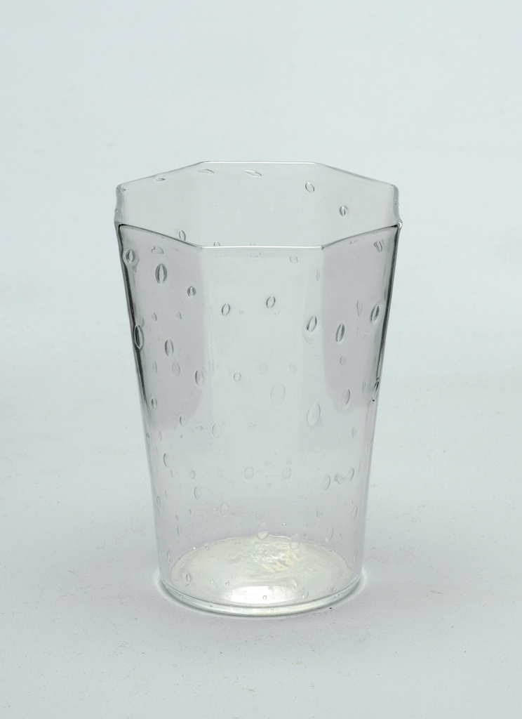 Octoganal shaped glass with clear bubbles formed in an grid-like pattern