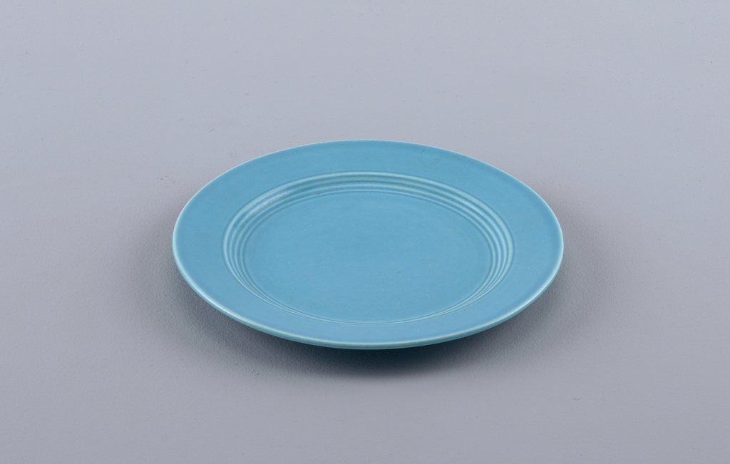 Harlequin Plate, 1937–1964