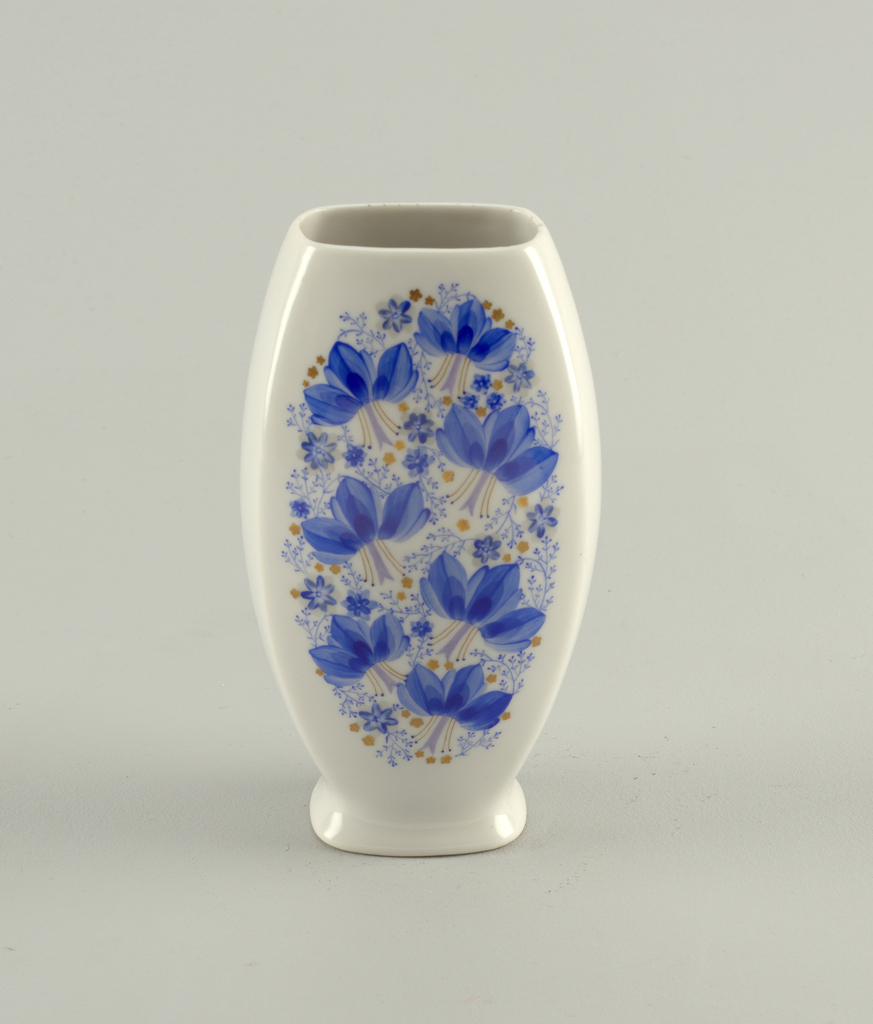 Squared oval shape on slightly raised foot; painted on two sides with stylized blue flowers and vines