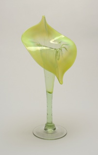 Jack-in-the-pulpit form of opalescent green to yellow-green, tapering to a clear circular foot.