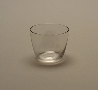 Thin mouth-blown crystal liqueur tumbler.