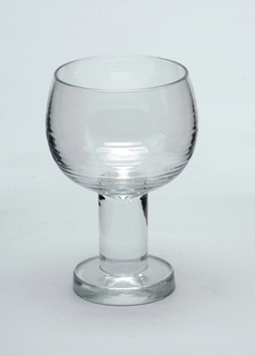 Bell-shaped white wine glass with stem and foot.