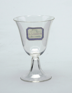 Thin, mouth-blown thin crystal wine glass, facet-cut and polished base.