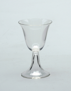 Thin, mouth-blown thin crystal sherry glass with facet-cut and polished base.