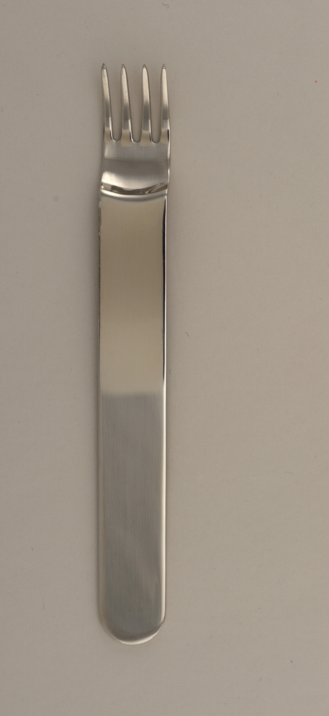 Integral; flat handle with curved terminal, concave tines.