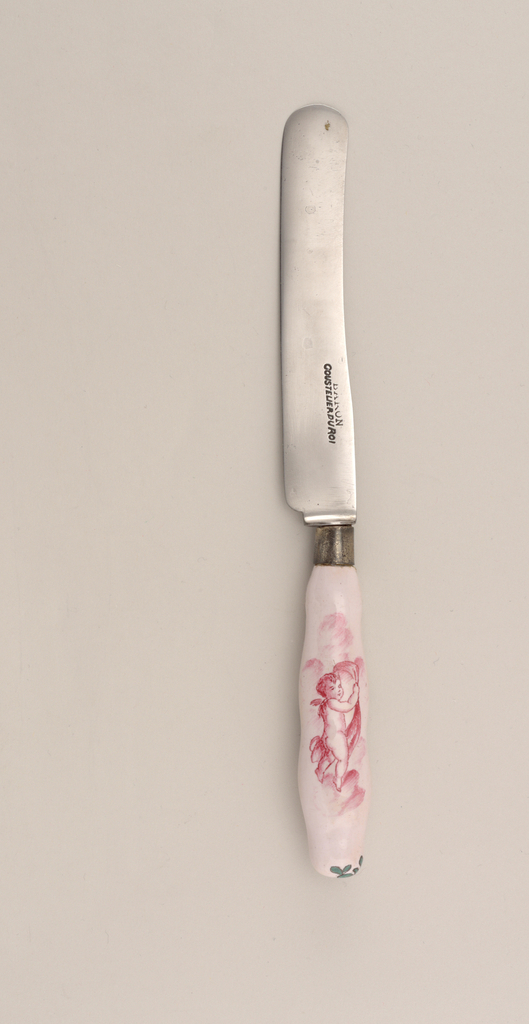 Blade straight lower edge, upper edge curved with rounded point, plain bolster (reblade). Brass ferrule, round in section. Curved pink porcelain handle, with pink putti and green flowers and foliage.