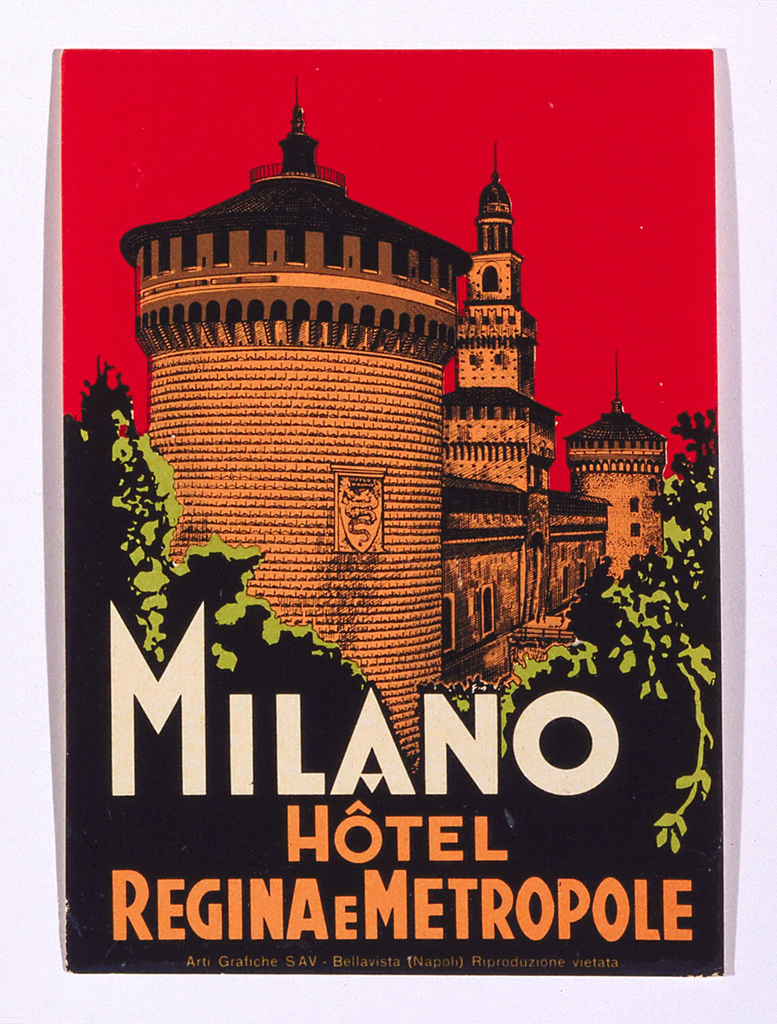 Luggage label with oblique perspective of a grand building set against a red sky. A large round tower dominates our view through some greenery. Text in lower section of label: MILANO / HÔTEL / REGINA E METROPOLE.