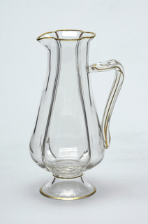 Mouth-blown crystal wine pitcher with slim shape, hand-painted with gold rims.