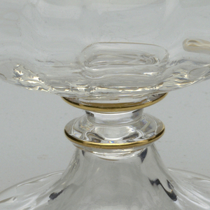 Mouth-blown crystal sorbet cup with handle, with a twisted stem and a structured cup with gold rims.
