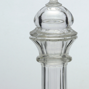 Mouth-blown crystal oval decanter with stopper, facet-cut and polished (without engraving).