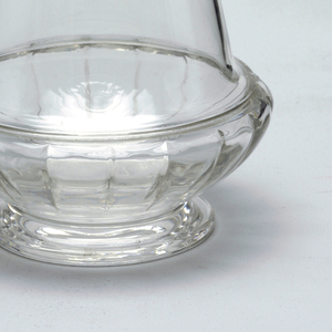 Mouth-blown crystal decanter with stopper, hand-cut and polished.