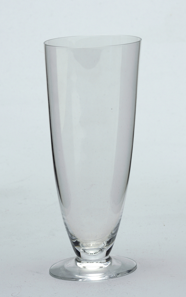 champagne glass, flute shape is oval in plan and slight rounded in elevation