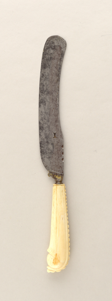 Sabre-shaped blade, notched on upper edge, rounded end (later). Pistol-shaped ivory handle with beaded cresting upper edge, faceted panel opposite, gilded bolster.
