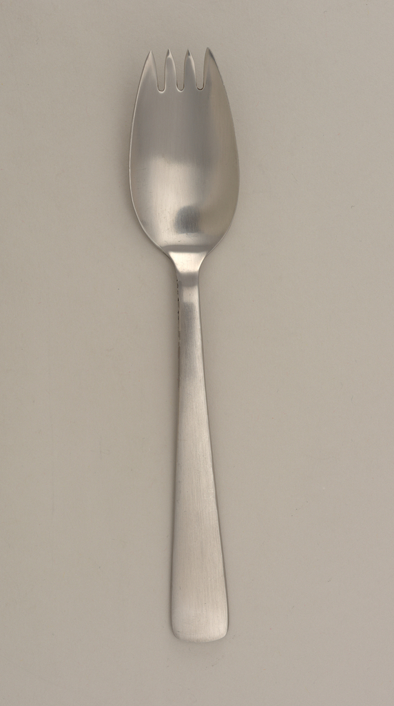 Four short tines with large bowl joins straight shaft expanding to widening handle; dessert fork.