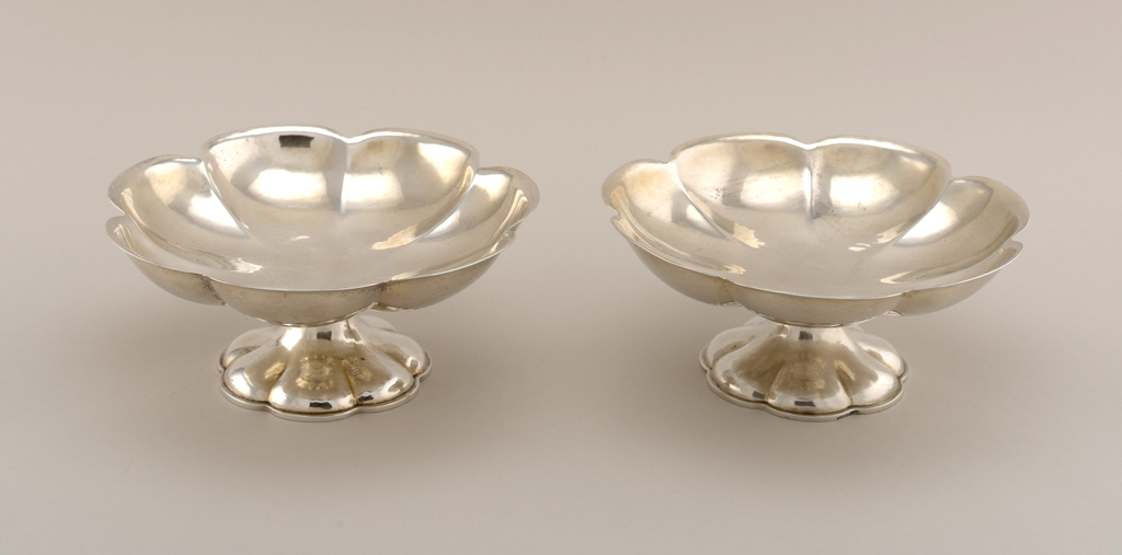 Seven-lobed bowl with slight rim on high lobed spread foot.