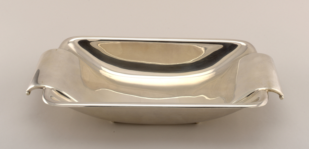 Dish, 1935
