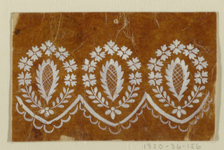 A variation of the design 1920-36-154. The motifs stand upright. The scalloped border shows a strip inside.