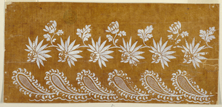 Horizontal design for a border. Boughs with a pending big flower and, alternatively, with a rising bough with another flower and three leaves and with a rising leaf form a garland of lacy leaves in paisley form. An undulating line is at the bottom.