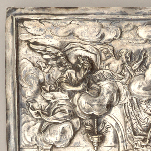 Vertical plaque with three registers. At center, the Last Supper at a round table with Christ in the middle; above, sky with two flying angels in the clouds; below, two cherubim holding garland.