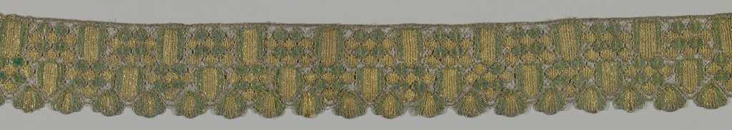 Wide ribbons densely placed in a serpentine pattern.