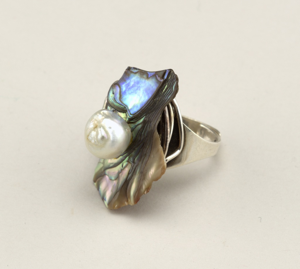 Adjustable silver ring featuring a piece of abalone and a baroque pearl.