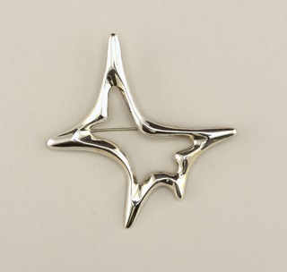 Outline of star-like shaped brooch.
