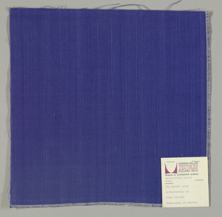 Plain-woven cotton in blue. Slight variations in the color of the warp threads give a subtle stripe effect.