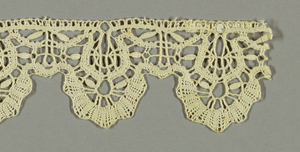 """Lace edging with rounded scallops. Design shows two rows of tape arranged in curves and deep scallops formed by short braids and the typical """"wheat grain"""" ornament."""