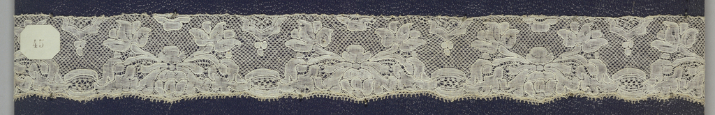 Bobbin lace edge, floral unit border; early 18th century Maline
