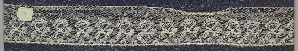 Edge of bobbin lace, repeat of small blossoms; early 20th century Buckinhamshire.